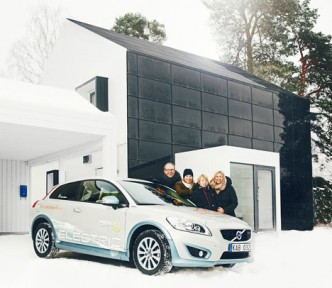 01-One-Tonne-Life-house-family-car